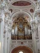 Grand Orgue de tribune, instrument principal de l'ensemble de 5 orgues à Passau. Crédit: //de.wikipedia.org/
